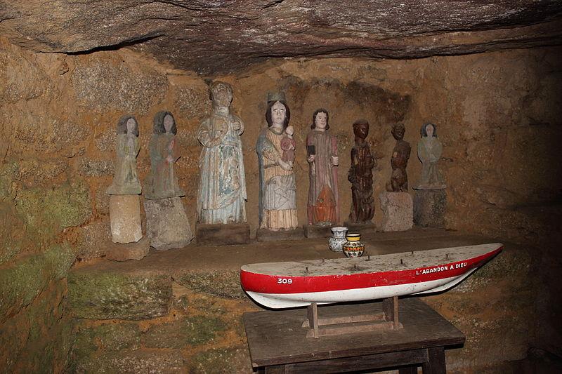 Photo du Monument Historique Dolmen dit de la Chapelle des Sept-Saints situé à Le Vieux-Marché