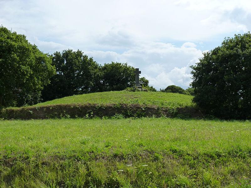 Photo du Monument Historique Dolmen situé à Yvias
