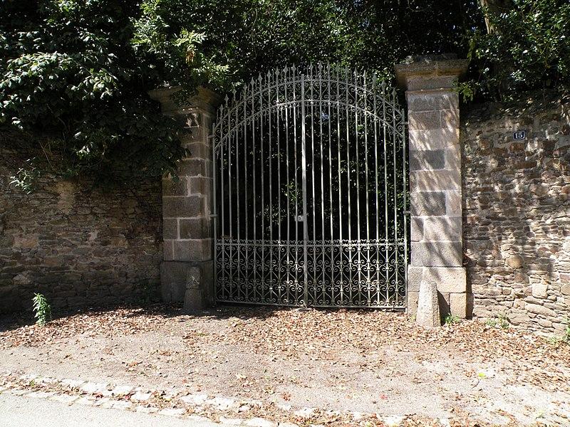 Photo du Monument Historique Château du Beauchêne situé à Langrolay-sur-Rance