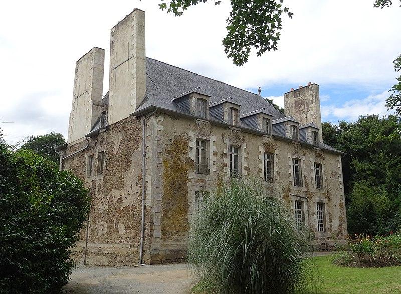 Photo du Monument Historique Château de Monchoix situé à Pluduno