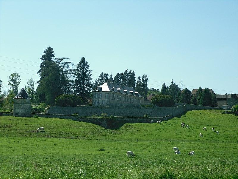 Photo du Monument Historique Château de Massenon situé à Ahun