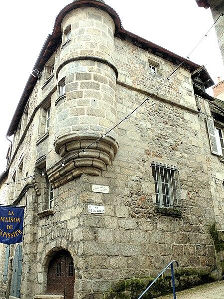 Photo du Monument Historique Maison Corneille ou du Vieux Tapissier, actuellement Musée des Arts et Traditions populaires situé à Aubusson
