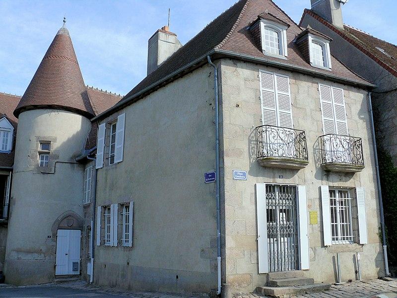 Photo du Monument Historique Immeuble (bureaux et logements des fonctionnaires de la perception et du service vicinal) situé à Boussac