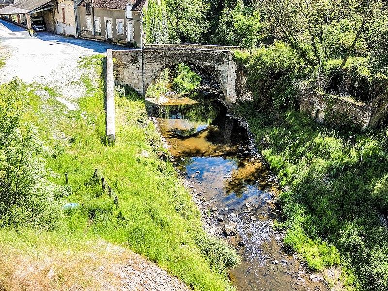 Photo du Monument Historique Pont ancien situé à Boussac