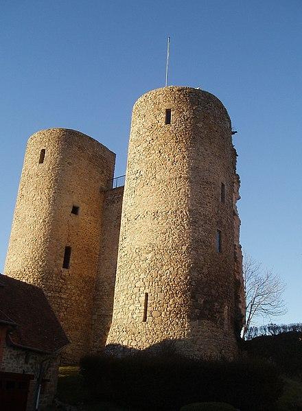 Photo du Monument Historique Restes du château situé à Crocq