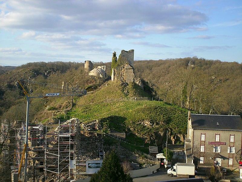 Photo du Monument Historique Château de Crozant situé à Crozant