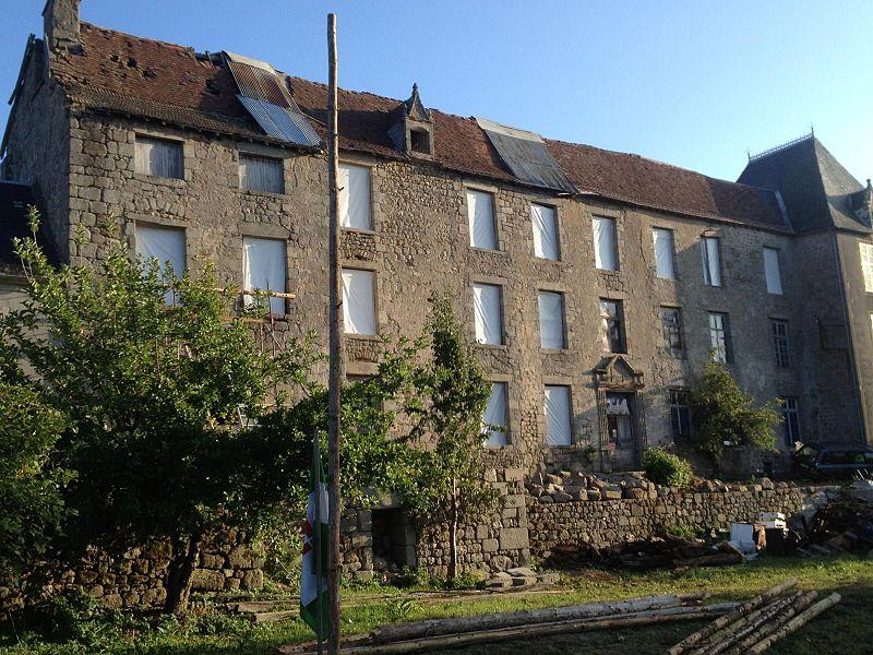 Photo du Monument Historique Restes du château situé à Magnat-l'Etrange