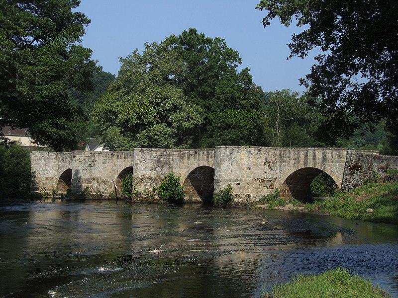 Photo du Monument Historique Vieux pont dit Pont Romain situé à Moutier-d'Ahun