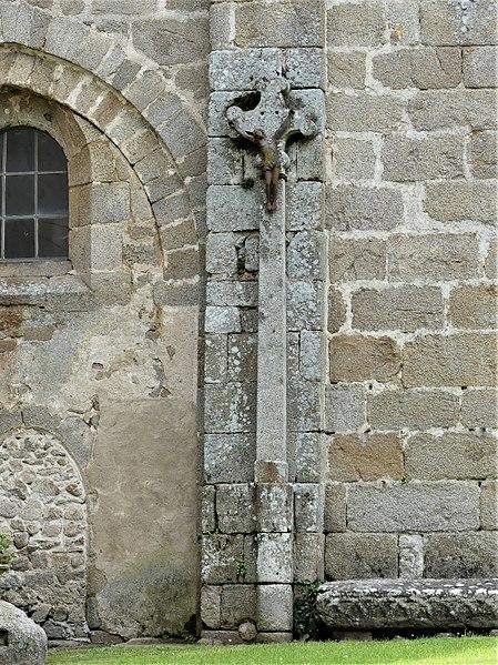 Photo du Monument Historique Croix sur la place de l'église situé à Moutier-Rozeille