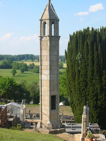 Photo du Monument Historique Lanterne des Morts situé à Saint-Agnant-de-Versillat