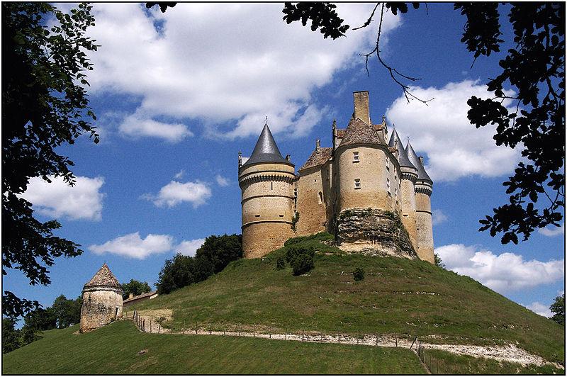 Photo du Monument Historique Château de Bannes situé à Beaumont
