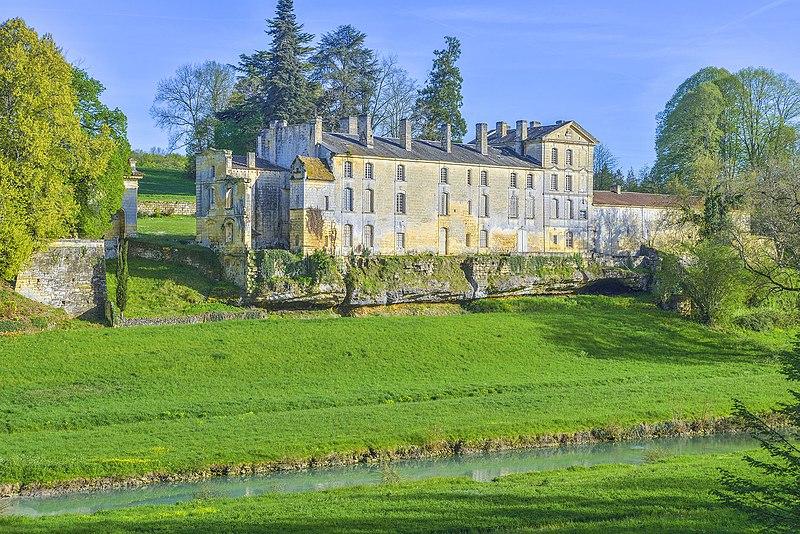 Photo du Monument Historique Château de Luzier situé à Beaumont