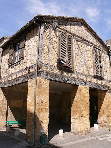 Photo du Monument Historique Maison à cornière situé à Beaumont