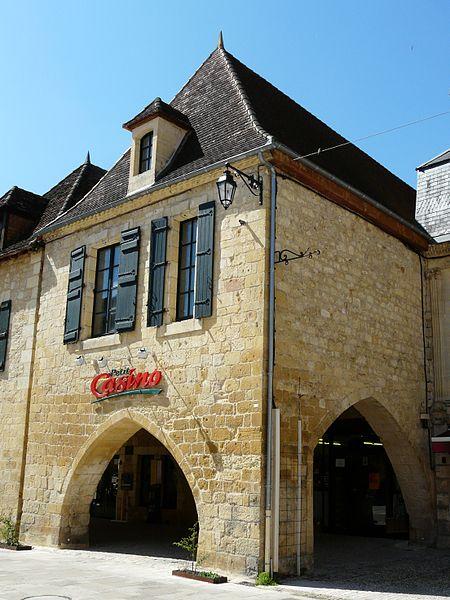 Photo du Monument Historique Maison à cornières situé à Beaumont