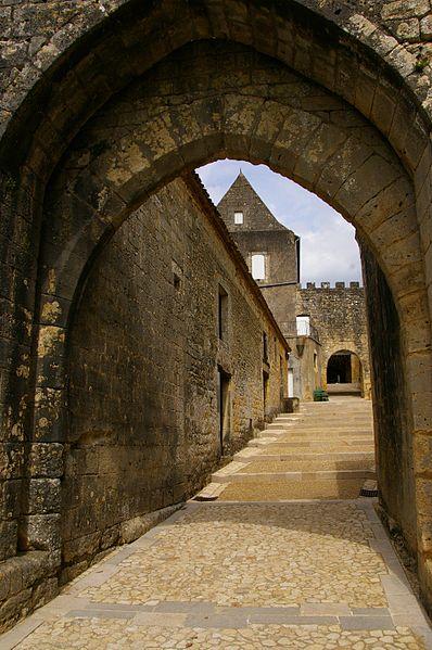 Photo du Monument Historique Porte de Luzier situé à Beaumont