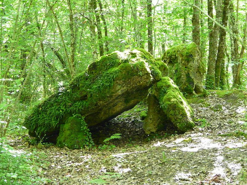 Photo du Monument Historique Dolmen situé à Beauregard-et-Bassac