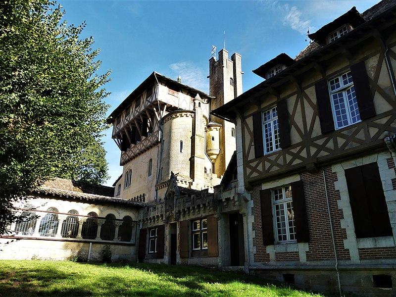Photo du Monument Historique Château de Mounet-Sully situé à Bergerac