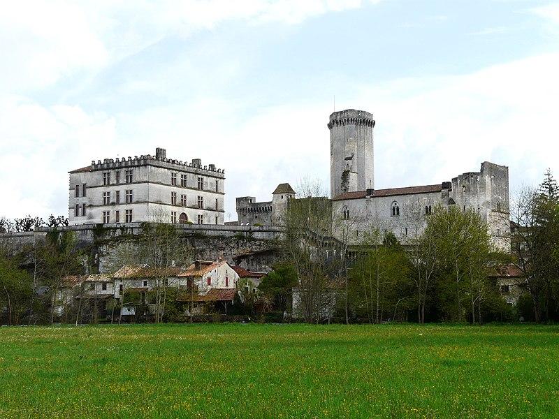 Photo du Monument Historique Château situé à Bourdeilles