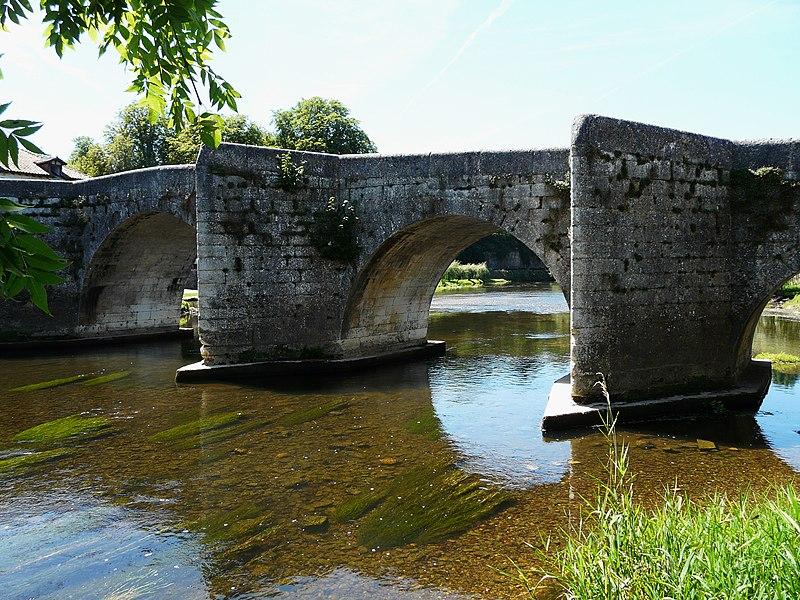 Photo du Monument Historique Pont sur la Dronne situé à Bourdeilles