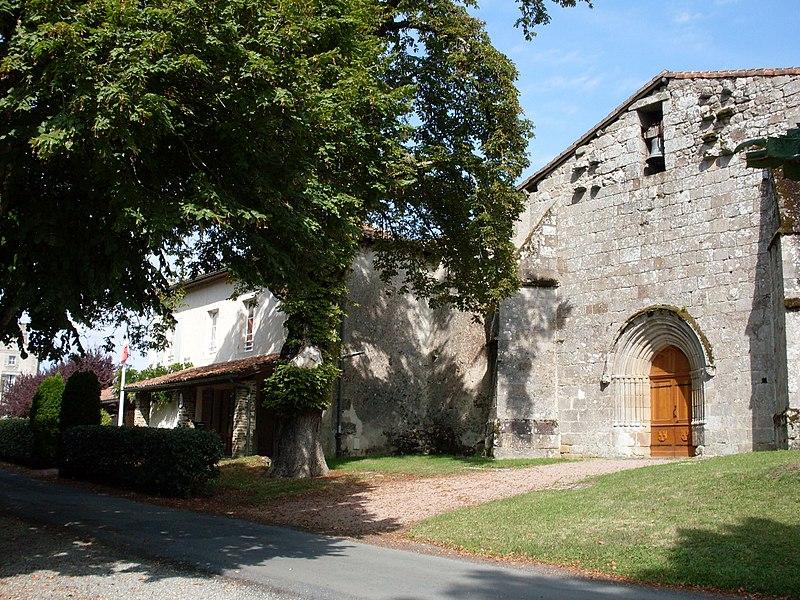 Photo du Monument Historique Eglise Saint-Pierre et Saint-Paul situé à Le Bourdeix