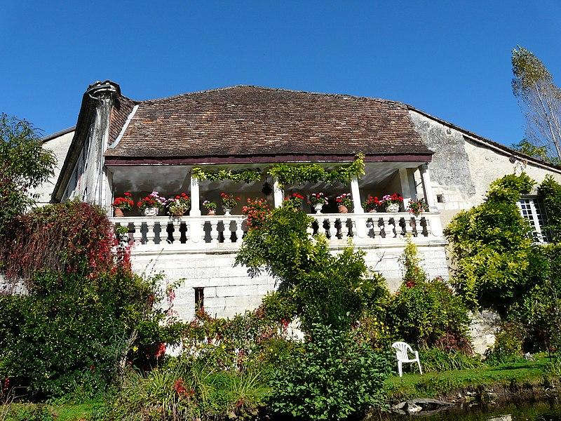 Photo du Monument Historique Maison voisine du pont situé à Brantôme