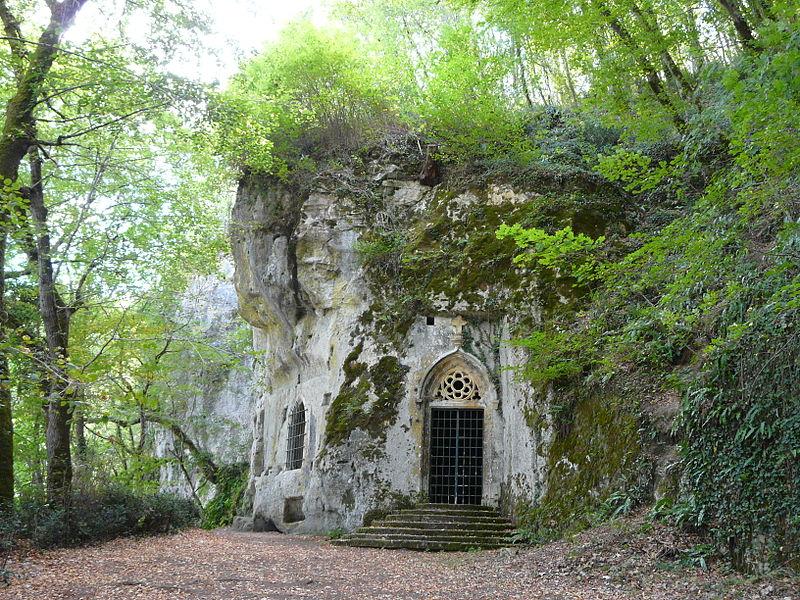 Photo du Monument Historique Chapelle monolithe de Caudon, cimetière gallo-romain et parcelle voisine A 1981 contenant des vestiges situé à Domme