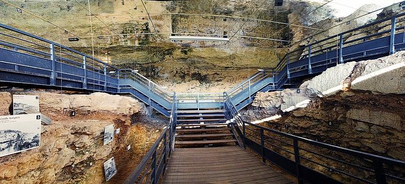 Photo du Monument Historique Gisement préhistorique du Pataud situé à Eyzies-de-Tayac-Sireuil (Les)
