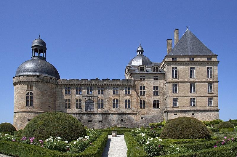 Photo du Monument Historique Château situé à Hautefort