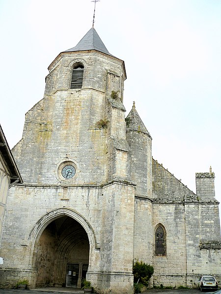 Photo du Monument Historique Eglise Saint-Félicien situé à Issigeac