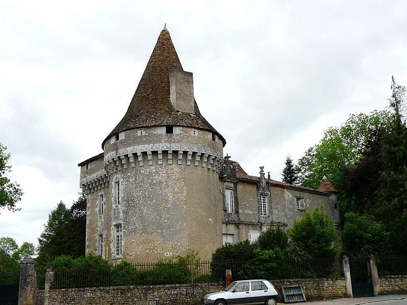 Photo du Monument Historique Château de Javerlhac situé à Javerlhac-et-la-Chapelle-Saint-Robert