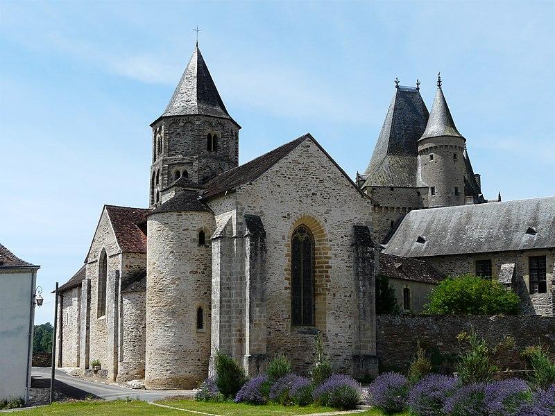 Photo du Monument Historique Eglise Saint-Pierre-ès-Liens situé à Jumilhac-le-Grand