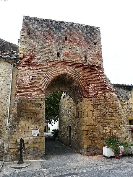 Photo du Monument Historique Porte des fortifications dite Porte Romaine situé à Lalinde