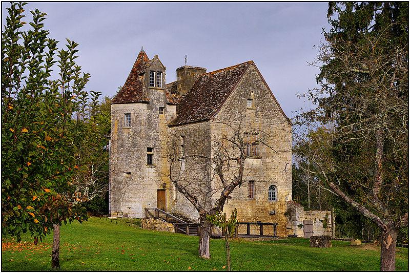 Photo du Monument Historique Château de Laroque situé à Lanquais