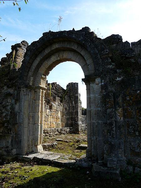 Photo du Monument Historique Ruines de l'ancienne chapelle de Fontroubade, appelée église Notre-Dame puis Sainte-Radegonde situé à Lussas-et-Nontronneau