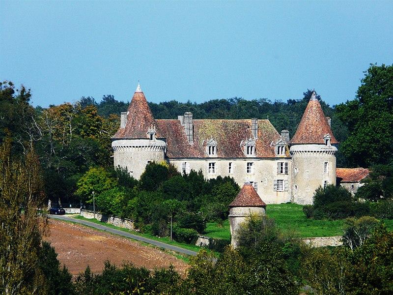 Photo du Monument Historique Château de Beauvais situé à Lussas-et-Nontronneau