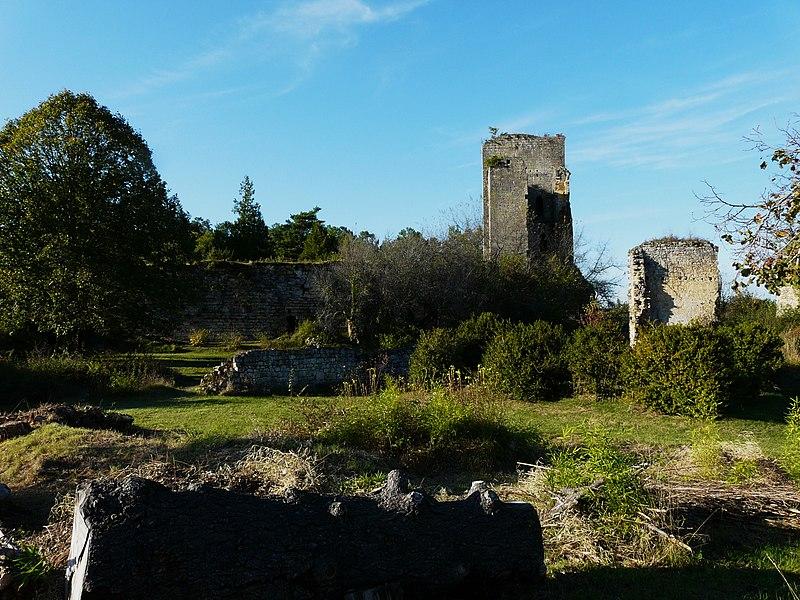 Photo du Monument Historique Ruines du château de Miremont situé à Mauzens-et-Miremont