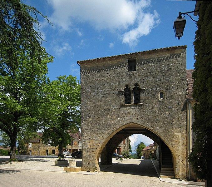 Photo du Monument Historique Maison à arcades du 14e siècle situé à Molières