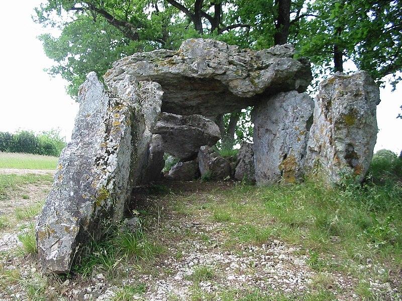 Photo du Monument Historique Allée couverte du Blanc situé à Nojals-et-Clotte