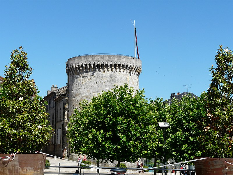 Photo du Monument Historique Tour Mataguerre situé à Périgueux