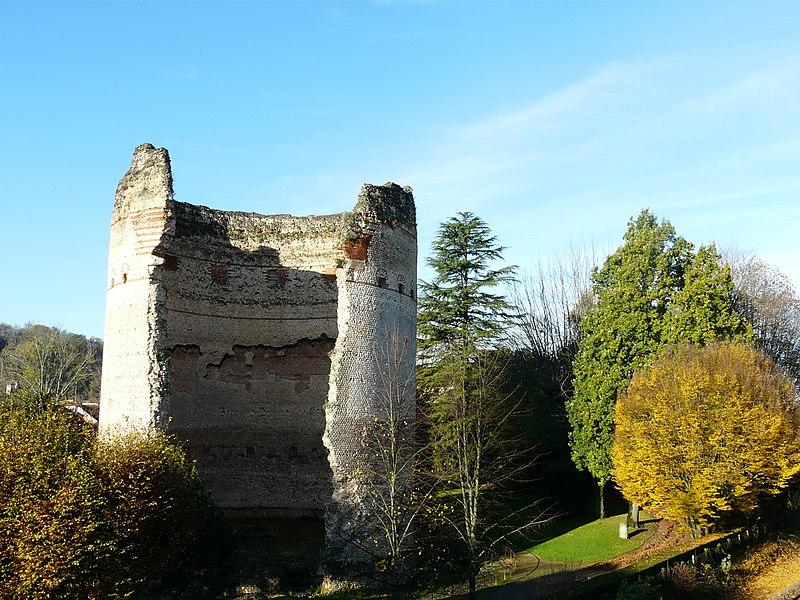 Photo du Monument Historique Tour de Vésone situé à Périgueux