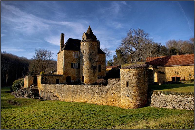 Photo du Monument Historique Manoir du Cluzeau situé à Proissans