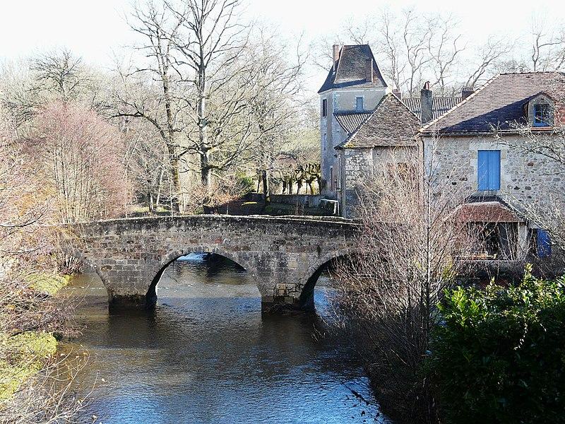 Photo du Monument Historique Vieux Pont situé à Saint-Jean-de-Côle