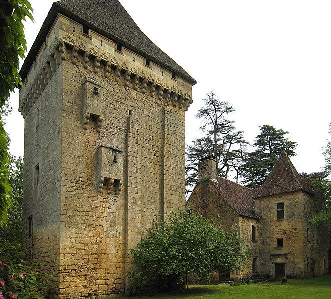 Photo du Monument Historique Manoir de la Salle et prieuré attenant situé à Saint-Léon-sur-Vézère