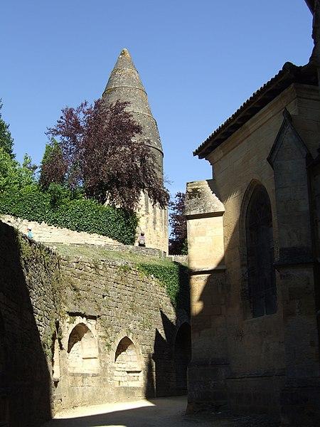 Photo du Monument Historique Cimetière Saint-Benoît, enfeux et chapelle sépulcrale situé à Sarlat-la-Canéda