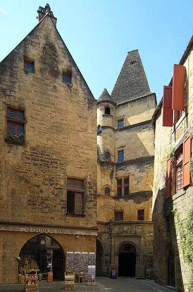 Photo du Monument Historique Hôtel de Maleville dit Hôtel de Vienne (maison Renaissance) situé à Sarlat-la-Canéda