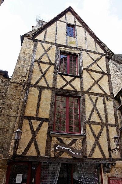 Photo du Monument Historique Maison à colombages situé à Sarlat-la-Canéda