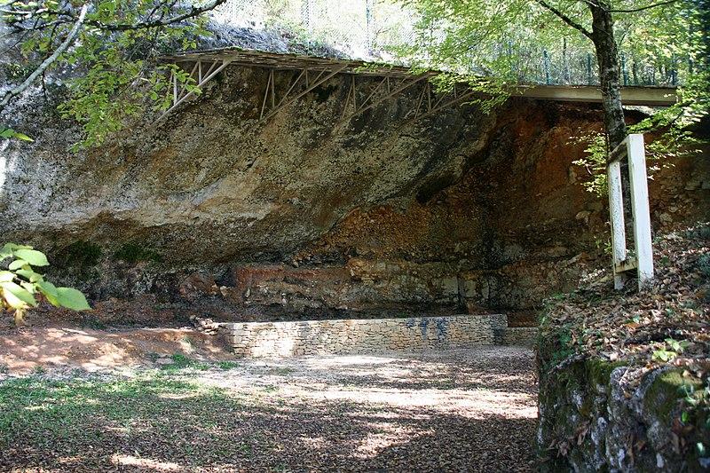 Photo du Monument Historique Gisement préhistorique de la Ferrassie situé à Savignac-de-Miremont