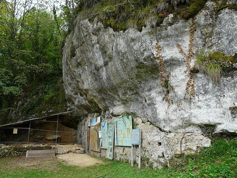 Photo du Monument Historique Abri sous roche (abri Reverdit) situé à Sergeac