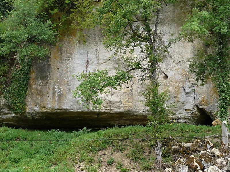 Photo du Monument Historique Abri Castanet situé à Sergeac