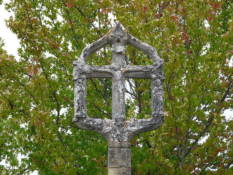 Photo du Monument Historique Croix de carrefour situé à Sergeac